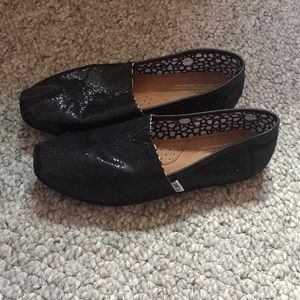 Black sparkly toms